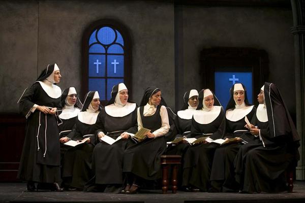 Sister Act a teatro tra paillettes e cori angelici