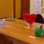 Opere esposte a Casteggio ( PV) – Casteggio- Museo Oltrep+¦ Pavese -scarpetta- sorellastre- cuore – zucca- (1) Musiculturaonline