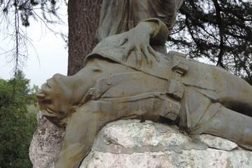 Il primo dopoguerra e l'elaborazione del lutto collettivo; monumenti e sacrari