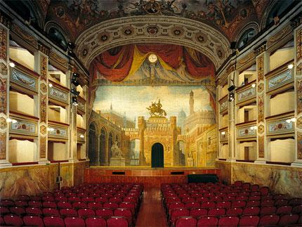 Dopo anni di restauri riapre i battenti il Teatro Vaccaj di Tolentino