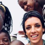 Carla Cocco e i bambini di Bauleni Musiculturaonline tagliata