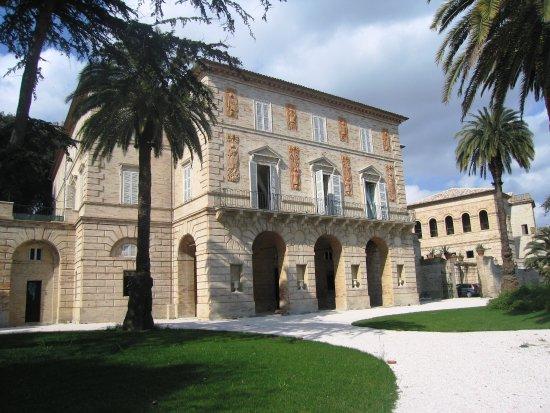 """""""La Villa Bonaparte a Porto San Giorgio"""", di Fabio Mariano"""
