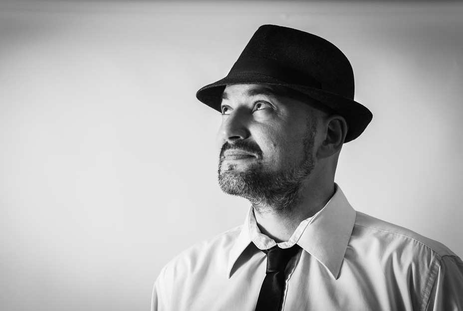 Nostra intervista al cantautore Roberto Pezzini