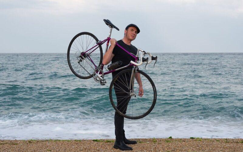 In bicicletta col baritono Giacomo Medici