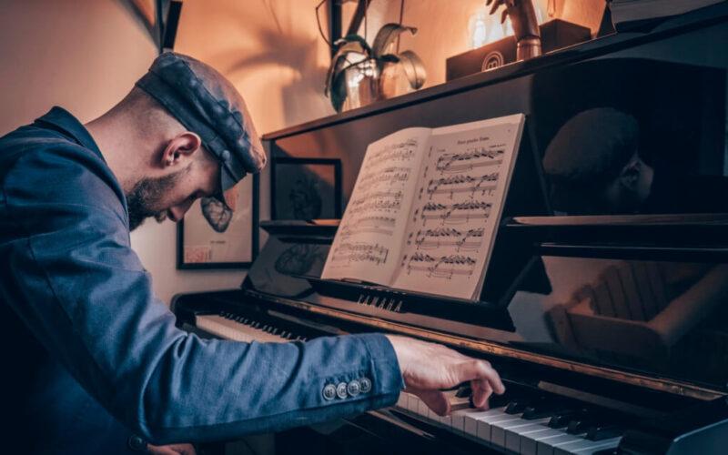 """Abbiamo Intervistato il pianista Alberto Vescovi dopo la pubblicazione di """"Universe""""."""