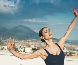 Luisa Ieluzzi ballerina solista del Teatro San Carlo incontra i KamAak in un messaggio di speranza