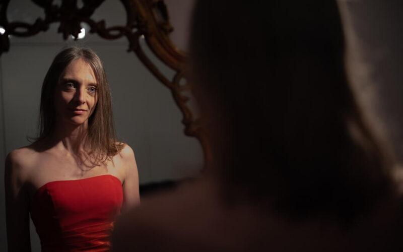 """Esce """"World"""", il singolo, con videoclip, della cantautrice Roberta Usardi"""