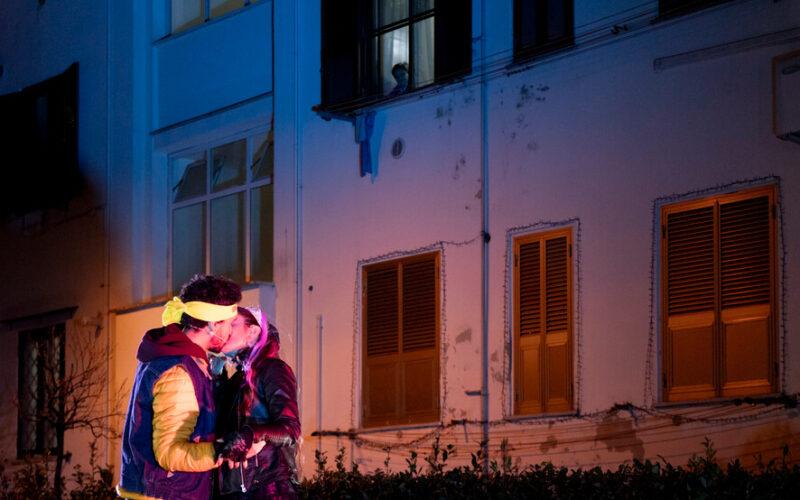 """Torna """"Romeo e Giulietta negli ATER"""": il teatro nei cortili delle case popolari per La Città Ideale. Dal 20 al 30 maggio a Roma."""