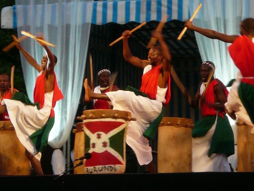 LES TAMBOURS DU BURUNDI: tutta l'energia dell'Africa